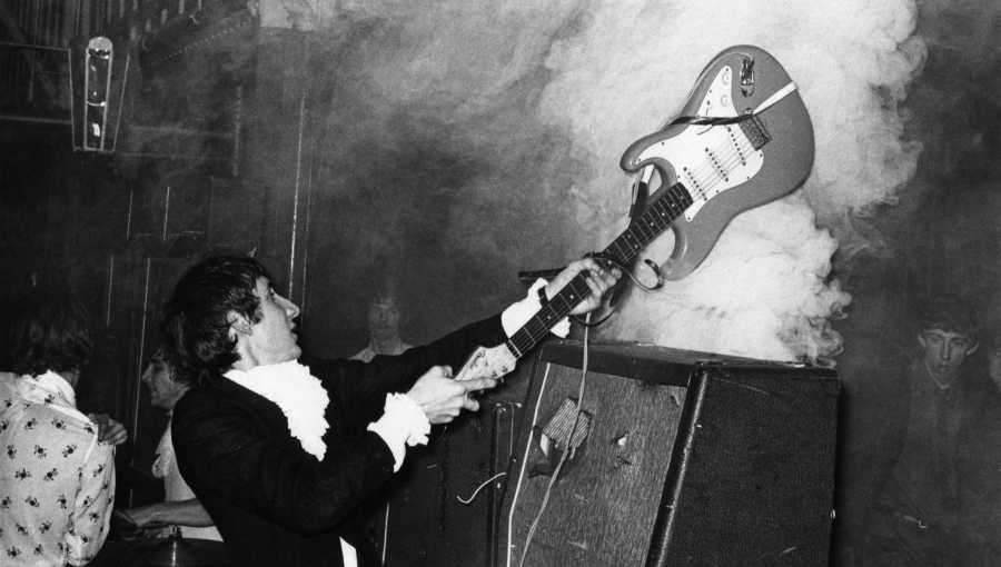 42321-photo-of-pete-townshend-and-who