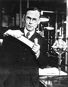 220px-Wallace_Carothers,_in_the_lab