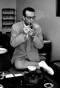Georges_Simenon_(1963)_without_hat_by_Erling_Mandelmann